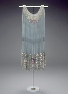 Part of me wishes I'd been around for the flapper era. Their dresses were so gorgeous.