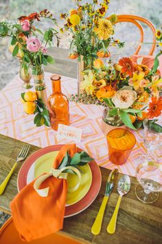 Table & Place Setting Ideas Bright wedding reception place setting idea – peach + yellow plates with orange napkins and floral centerpieces {Anna Delores Photography} Flower Table Decorations, Table Flowers, Decoration Table, Floral Centerpieces, Orange Decorations, Easter Centerpiece, Centrepieces, Easter Decor, Orange Plates