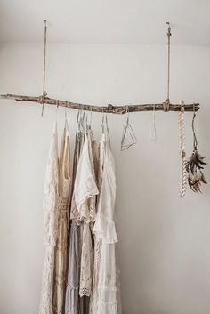 inspiration-deco-boheme-chic-penderie-bois-brut-suspendue Source by samanthaporpigl My New Room, My Room, Deco Boheme Chic, Rustic Closet, Diy Casa, Ideas Para Organizar, Home And Deco, Cheap Home Decor, Sweet Home