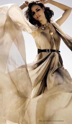 Fernanda Tavares by Mario Sierra, 2009 80s Womens Fashion, 80s Fashion, Fashion Outfits, Street Fashion, Fashion Art, Fashion Models, High Fashion, Mario, Hollywood Red Carpet