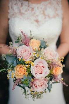 Pink & Peach Blush Rose Bouquet | Autumn Wedding | Justin Alexander bridal gown | Lyde Court | Coral Rose Bouquet | Naked Wedding Cake | Images by Lucy Greenhill Photography | http://www.rockmywedding.co.uk/gemma-alfie/