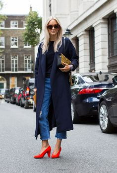 Fall winter inspo | Streetstyle | London Fashion Week | Oversized coat | Red heels | Boyfriend denim | More on Fashionchick