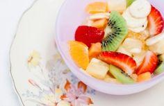 Salada de frutas com cachaça primaveril | Panelinha - Receitas que funcionam