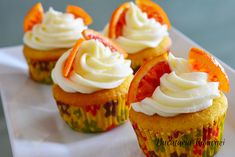 Cupcakes cu portocale si frosting de branza Cheesecake Cupcakes, Romanian Food, Cheesecakes, Frosting, Food And Drink, Sweets, Candy, Cookies, Desserts