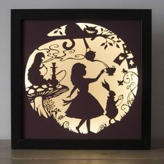Alice im Wunderland Silhouette Lampe, Alice In Wonderland Silhouette, Alice In Wonderland Party, Adventures In Wonderland, Alice In Wonderland Artwork, Alice In Wonderland Steampunk, Mad Hatter Tea, Kirigami, Silhouettes, Paper Cutting