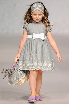 Fashion From Spain >> Kidswear >> Elisa Menuts Little Girl Dresses, Girls Dresses, Flower Girl Dresses, Flower Girls, Toddler Dress, Baby Dress, Little Girl Fashion, Kids Fashion, Kind Mode