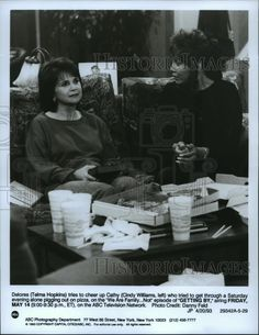 """1993 Press Photo Telma Hopkins and Cindy Williams star in """"Getting By"""" 