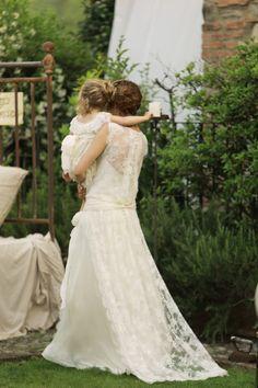 la sposa e il suo bimbo Girls Dresses, Flower Girl Dresses, Wedding Dresses, Fashion, Dresses Of Girls, Bride Dresses, Moda, Dresses For Girls, Bridal Gowns