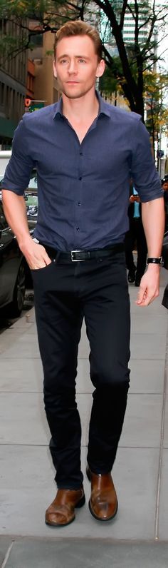 Tom Hiddleston arriving at The Today Show - 14th October. Full size image: http://tomhiddleston.us/gallery/albums/userpics/10001/8665.jpg Source: http://tomhiddleston.us/gallery/displayimage.php?album=602&pid=22343#top_display_media