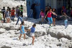 Mexico: Freak hail storm dumps two metres of ice on Guadalajara Post Apocalyptic Movies, Storm Pictures, Beneath The Sea, Hail Storm, Natural Phenomena, Mexico City, Weekend Is Over, Climate Change, Guadalajara
