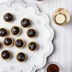 Sweet and salted caramel meets chocolate in this easy canape recipe to make chocolate and salted caramel bites Easy Canapes, Canapes Recipes, Dessert Recipes, Dessert Ideas, Recipe To Make Chocolate, Chocolate Recipes, Choco Chocolate, Chocolate Ganache, Xmas Food