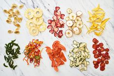 How to Dehydrate Fruits and Vegetables for a Healthy Snack - Obst Fotografie Dehydrated Vegetables, Dried Vegetables, Dehydrated Food, Fruits And Vegetables, Vegetables Photography, Fruit Photography, Photography Tips, Dried Apples, Dried Fruit