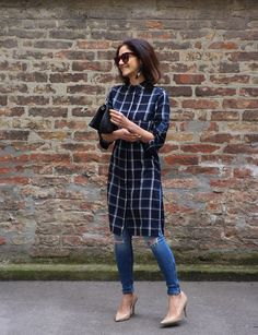 To my Stitch Fix stylist: I'd love a midi or maxi shirt dress (with sleeves) that I could wear either on its own or as a tunic over jeans. Como usar vestido camisa com calça Look Fashion, Indian Fashion, Fashion Outfits, Womens Fashion, Skinny Fashion, Fashion Moda, How To Wear Leggings, Dresses With Leggings, Kurta Designs