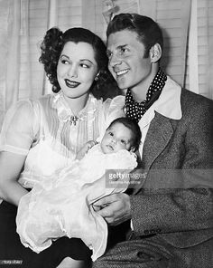 Maria MONTEZ and Jean-Pierre AUMONT with their baby Maria Christina... Photo d'actualité | Getty Images