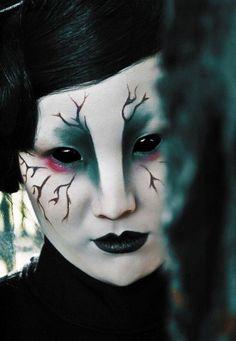idee halloween schminke frauen außerirdische schwarze lippen