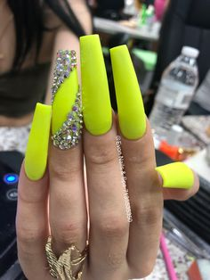 The acrylic nails cannot be done at home. Here are Stunning Fall Acrylic Nail Designs and Ideas for you! Glam Nails, Neon Nails, Yellow Nails, Bling Nails, Fall Acrylic Nails, Acrylic Nail Designs, Milky Nails, Fire Nails, Ballerina Nails