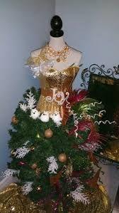 Image result for albero di natale con manichino donna