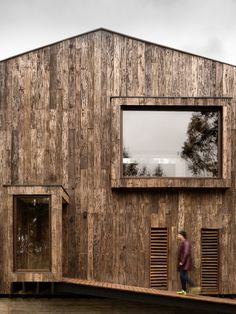 Completed in 2014 in Tunquen, Chile. Images by Pablo Blanco Barros . A weekend house located at a short distance from both Santiago and the Viña del Mar–Valparaíso conurbation, erected on an often misty, tree-covered...