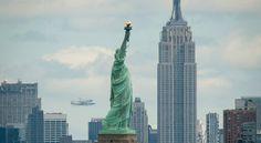 El 'Enterprise' sobrevuela los rascacielos de Nueva York