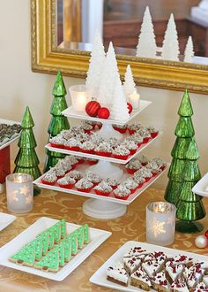 A whole display of Christmas desserts.... hhhhhhmmmmmmmmm.