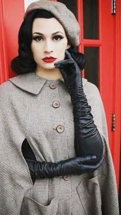 Long Gloves, Women's Gloves, Elegant Gloves, Rihanna Looks, Gloves Fashion, Women's Fashion, Eccentric Style, Black Leather Gloves, Smart Outfit