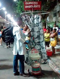 Homem adapta carrinho de xixi no carnaval (Foto: Marcus Mello/Arquivo Pessoal )