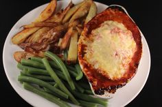 Slimming World friendly recipe for Hunter's Chicken. It's delicious, healthy, easy to make and tastes delicious.A Slimming World friendly recipe for Hunter's Chicken. It's delicious, healthy, easy to make and tastes delicious. Healthy Dinner Recipes, Healthy Snacks, Cooking Recipes, Meal Recipes, Cooking Ideas, Slimming World Hunters Chicken, Balsamic Vinegar Chicken, Sweet Potato Wedges, Get Thin