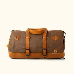 When quality counts pick up one of our waxed canvas duffle bags for your next venture. Durability, function, and longevity are what comes to mind with all our waxed canvas duffle bags. Canvas Duffle Bag, Leather Duffle Bag, Duffle Bag Travel, Canvas Backpack, Backpack Bags, One Bag, Waxed Canvas, Leather Working, Messenger Bag