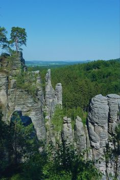 One day trip from Prague to Prachov rock city in Bohemian Paradise UNESCO Geopark. Best place to visit in Czech Republic. Hiking tour in Czech Republic Cool Places To Visit, Places To Go, Day Trips From Prague, 1 Day Trip, Hiking Tours, Europe Travel Tips, Czech Republic, Countryside, National Parks