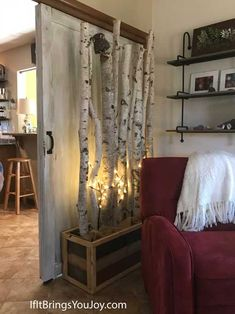 Easy and unique DIY wall divider and other home decor ideas made of birch branches and other elements found in nature. Get yor creative juices flowing with these rustic and up north decor ideas using bark, branches, and other items from nature. #decor Rental Decorating, Porch Decorating, Decorating Ideas, Decor Ideas, Gift Ideas, Diy Crafts For Home Decor, Outdoor Crafts, Diy Wall Decor, Outdoor Decor