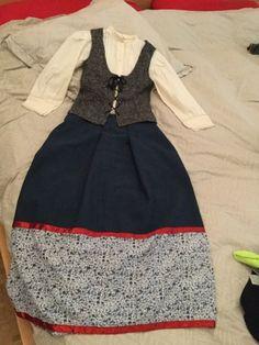 DoneByAna.blogspot.com: Rehaciendo traje de baserritarra. La cintura, no da.