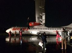 Accident: Wings AT72 at Semarang on Dec 25th 2016, runway excursion, main gear collapse