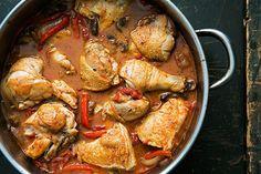 Κοτόπουλο με πιπεριές και μανιτάρια σε σάλτσα ντομάτας-κρασιού. Μια εύκολη συνταγήμε απλά, μεσογειακά, υγιεινά υλικά, για ένα γευστικότατο, υπέροχο γεύμα γ