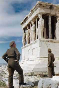 October 1944  British soldiers admire the Caryatids on the Acropolis while sightseeing in Athens.  IMAGE: IMPERIAL WAR MUSEUMS (TR 2516)