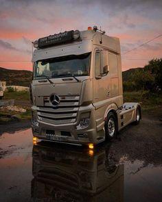 15 Best Trucks In The World [Cool Trucks Pictures] Cool Trucks, Big Trucks, Mercedes Benz Commercial, Mb Truck, Road Hog, Mercedes Benz Trucks, Truck Design, Peterbilt, Custom Trucks