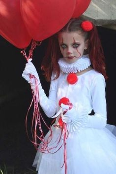 Pennywise Halloween Costume, Scary Clown Costume, Maske Halloween, Baby Girl Halloween, Fete Halloween, Halloween Costumes For Girls, Diy Costumes, Halloween Kids, Halloween Makeup