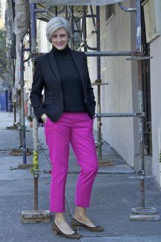style at a certain age - Gewagt, aber gelungen: Hose in Fuchsia zu Leo-Ballerinas.