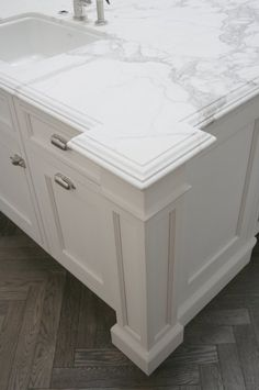 DIY kitchen remodel: edges for the countertops; I love ogee, (with something laminated below,) and EXTRA thick! Fancy Kitchens, Home Kitchens, New Kitchen, Kitchen Decor, Kitchen Ideas, Kitchen Sink, Kitchen Island With Granite Top, Marble Island, Kitchen Islands