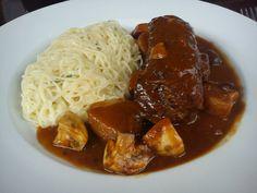 Asado d la abuela en La Miga, delicioso asado d tira, q se deshace con el tenedor, en guiso con cebollines, champignones y panceta, acompañado d finos spaghetti con una delicada salsa blanca, totalmente recomendable.