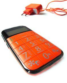 Just5 telefons - lieliska dāvana pirmklasniekam. Telefons ar visām pamata funkcijām, iebūvētu SOS pogu un lieliem, lieliem cipariem!