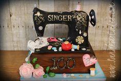 Old Singer Sewing Machine cake