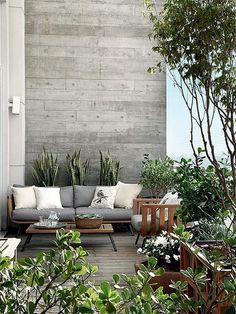 15 idées pour aménager une petite terrasse. // Un mur béton pour une petite terrasse stylée.