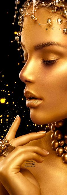Gold Beauty Affinity Photo, Color Plata, Shades Of Gold, Touch Of Gold, Black Women Art, Wallpaper Iphone Cute, Gold Fashion, Fashion Art, Gold Christmas
