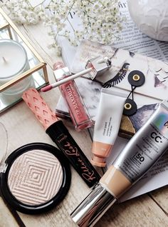 Current Makeup Favourites - 6 Products I've been loving Violet Hollow Cosmetics Market, Cosmetics Industry, Love Makeup, Beauty Makeup, Beauty And Beast Wedding, Smokey Eye Tutorial, Glossy Makeup, Makeup Must Haves, Pat Mcgrath