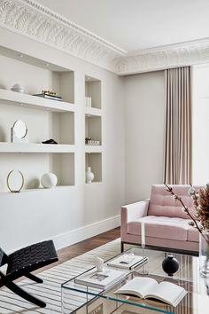 Eaton Place, Florence Knoll, How To Preserve Flowers, Elle Decor, White Walls, Sofa, Interior Design, Studio, Table Mirror