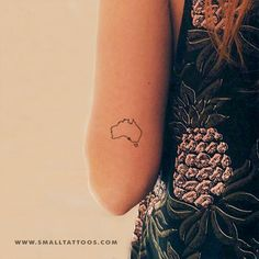 Australia Map Temporary Tattoo (Set of to make temporary tattoo crafts ink tattoo tattoo diy tattoo stickers Australisches Tattoo, Form Tattoo, Tattoo Style, Map Tattoos, Shape Tattoo, Tattoo Fonts, Sleeve Tattoos, Travel Tattoos, Tiny Tattoo