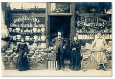 Vintage Paris - like very much Antique Photos, Vintage Pictures, Vintage Photographs, Old Pictures, Vintage Images, Old Photos, Time Pictures, Vintage Paris, Vintage Shops