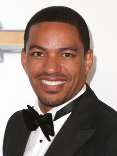 Laz Alonso  Born and raised in Washington D.C., the Afro-Cuban star is bilingual in English and Spanish.Celebrities Who Are Fluent in Spanish