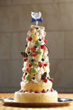 40cm の「タワーケーキ」でクリスマスをお祝い! 10台限定で予約販売