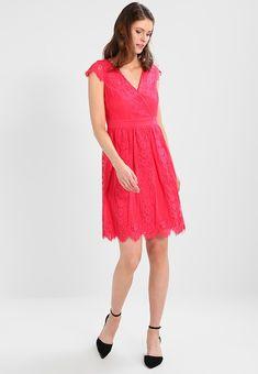 Vêtements Esprit Collection LOVELY - Robe de soirée - pink fuchsia rose: 89,95 € chez Zalando (au 06/04/18). Livraison et retours gratuits et service client gratuit au 0800 915 207.
